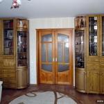 Шкафы из натурального дерева.