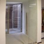 Стеклянные входные двери для нестандартных проемов.