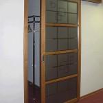 Откатная стеклянная дверь для офиса.