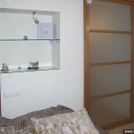 Матовая стеклянная откатная дверь для квартиры.