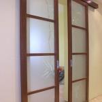 Раздвижная перегородки из стекла для квартиры.