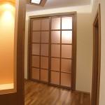 Дверь стеклянная раздвижная. Обрамление - шпон.