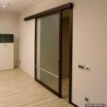 Раздвижная стеклянная дверь для нестандартного проема.