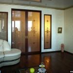 Двери раздвижные из стекла с рисунком и витражи в классическом стиле.