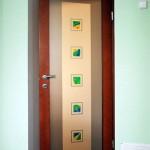 Стеклянная межкомнатная дверь с элементами фьюзинга.