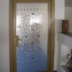 Стеклянные межкомнатные двери с элементами фьюзинга.