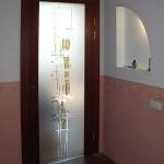 Дверь распашная с декорированным стеклом (плёнки и элементы фьюзинга).