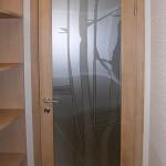 Двери из декорированного триплексного стекла.