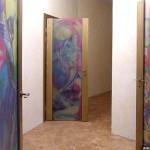 Двери из декорированного триплекса (батик внутри стекла).