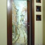 """Дверь распашная из триплекса. Декор - батик """"Старый город""""."""