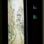 Дверь распашная. Вставка - батик в триплексном стекле.