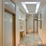 Стеклянные двери и потолочный витраж в классическом стиле.