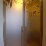 Дверь двустворчатая из красивого стекла для гостиной.