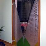 Двустворчатые двери из стекла с рисунком.