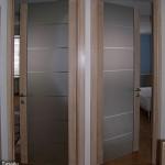 Двери для гостиной из матового стекла.