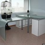 Стеклянный рабочий стол для руководителя.