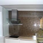Кухонный фартук из стекла с графикой.