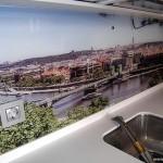 Фартук кухонный стеклянный с рисунком.