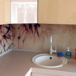 Кухонный фартук из стекла с полноцветным рисунком.