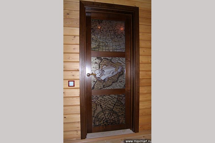 """Дверь распашная с витражными вставками """"Карта мира""""."""