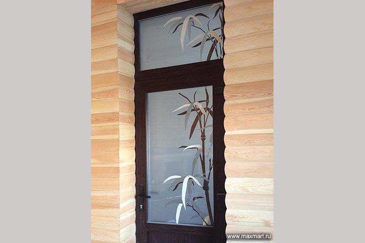 Дверь с витражной вставкой. Витраж в стеклопакете.