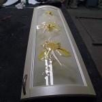 Декоративное гнутое фьюзинг-стекло для кухонного фасада.