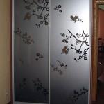 Декорированные стекла и зеркала для дверей шкафа-купе.