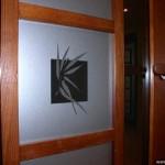 Рисунок из пленки на стекле.