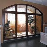 Уникальная стеклянная перегородка в деревянном обрамлении. Вставки - стекло с ручной лаковой росписью.
