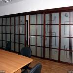 Стеклянная перегородка для офисного помещения.