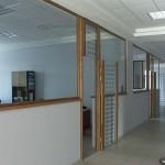 Перегородки и двери из стекла для офиса.
