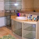Стеклянная мебель для ванной комнаты.