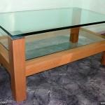 Журнальный столик с дополнительной полочкой. из стекла.