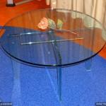 Журнальный стол из стекла.
