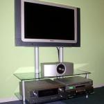 Стойка стеклянная под TV и аппаратуру.