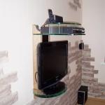 Стеклянная стойка под аппаратуру и ТВ.