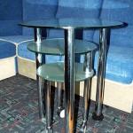 Столик стеклянный сервировочный оригинальной конструкции.