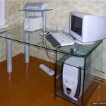 Стол стеклянный компьютерный.