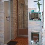 Дизайнерское зеркало, украшенное элементами фьюзинга.
