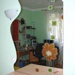 Дизайнерское зеркало с плёночной аппликацией.
