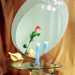 Зеркало овальное с аппликацией из декоративных плёнок.