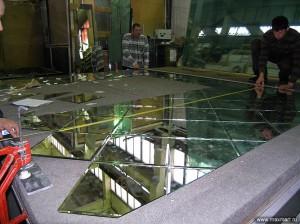 фото s08-271; Изготовление зеркальной стены из фацетированных элементов.