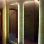Фото s08-289    Зеркала с контражурной подсветкой.