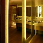 Фото s08-290   Зеркала с контражурной подсветкой.