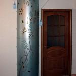 Декорированная стеклянная колонна.