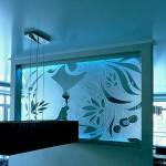 Панно из стекла с пескоструйным рисунком и подсветкой.