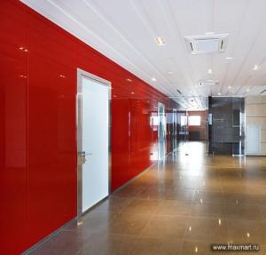 Фото s10-257, облицовка стены окрашенным (красным) стеклом.