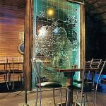 Стеклянная стационарная перегородка с пескоструйным рисунком и подсветкой.