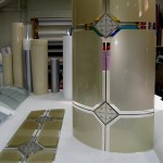 Прямые и гнутые стекла для кухонных фасадов.
