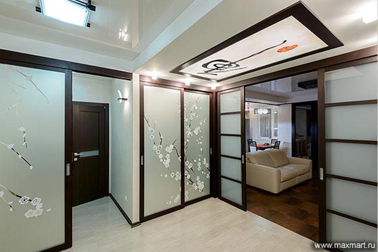 Раздвижная перегородка, двери для шкафа-купе, потолочный витраж в японском стиле.